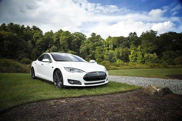 Tesla sa snaží využiť nárast akcií predajom akcií v hodnote 2 miliárd dolárov.