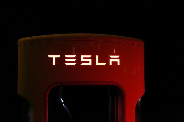 Tesla nadpis.jpg
